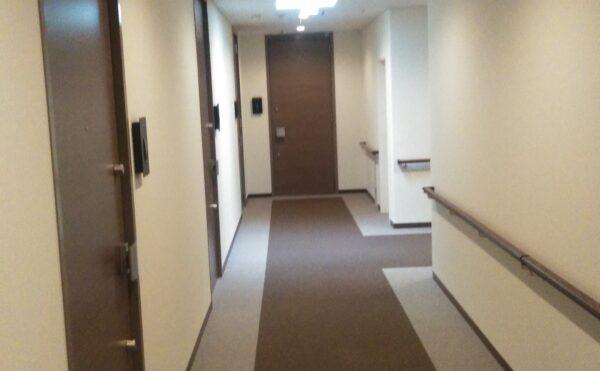整然とした廊下