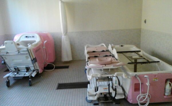 座浴・寝台浴の2種類の機械浴を完備