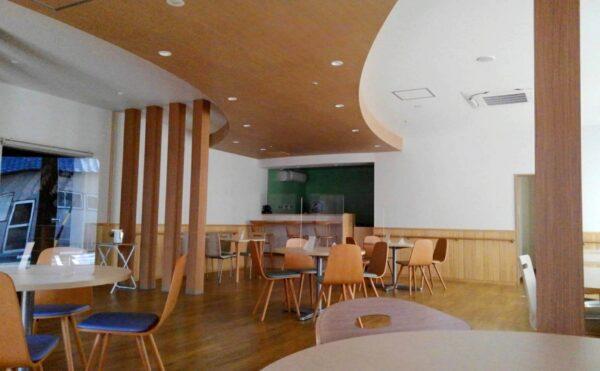1階にはカフェも併設