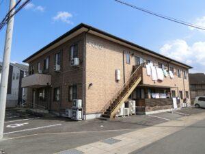 静岡県三島市にある「グループホームかもがわ」は入居者様に寄り添った「個別ケア」を重視している施設です。