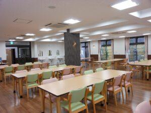 明るく広い食堂でゆったりとお食事ができます。(ベストライフ沼津Ⅱ)