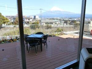 展望デッキからは大きく綺麗な富士山を見ることができます(ガーデンテラス白尾台)