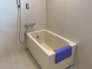 広めの一般の浴槽でご入浴。(アクアホーム富士厚原)