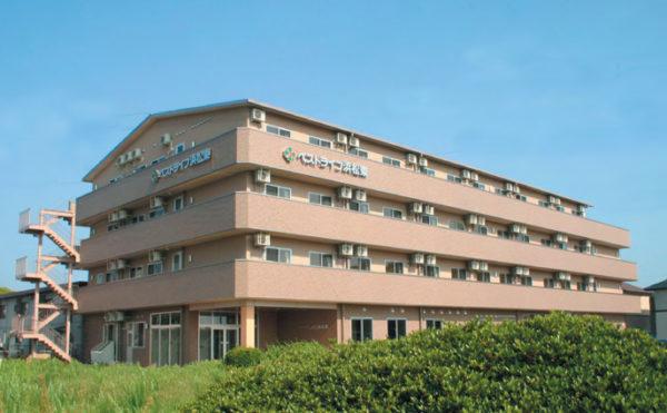介護付き有料老人ホーム ベストライフ浜松東の外観写真。4階建の茶色い建物