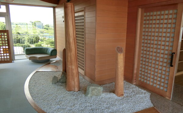 男性用・女性用のお風呂の入口です。旅館のような雰囲気で落ち着きます。