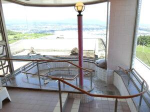 自立型ケアハウス「コフレ・アントレード富士」の旅館のようなお風呂からは東方面の雄大な景色を眺めながらお風呂に浸かることができます。