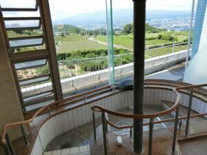自立型ケアハウス「コフレ・アントレード富士」の旅館のようなお風呂からは北方面の富士山を眺めながらお風呂に浸かることができます。