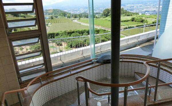 男性用お風呂です。北方面の景色で日によって富士山が大きく望めます。