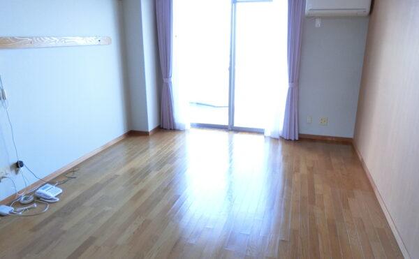単身用個室の居室です。日当り良好です。